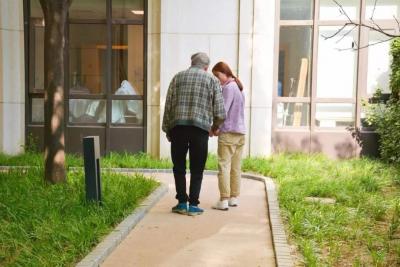 泰康之家·燕园专为失智老人设计的记忆花园,防止老人走失图片